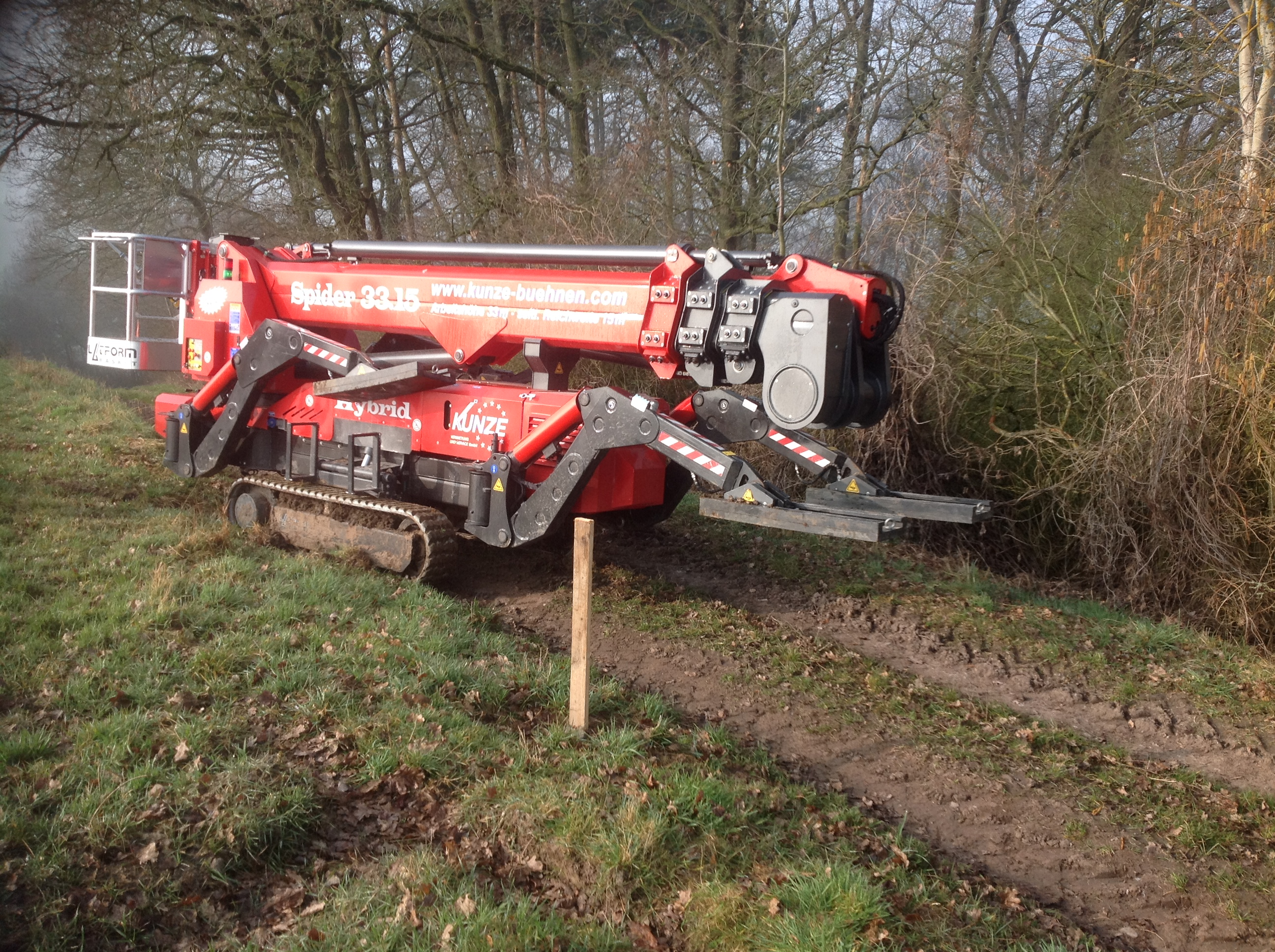 Forestry access Platform Spider 33.15 en route to tree work