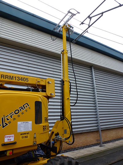 RR14 EVO-2/400 Pantograph in extended position on rail access platform