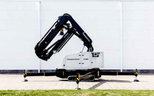 Reedyk C3412 compact crane positioned